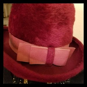 VINTAGE MERLOT FURRY HAT WITH BOW